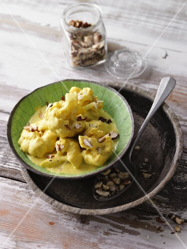 Cauliflower in a curry sauce with hazelnuts