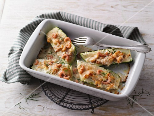 Oven-baked courgettes with prawns and cheese