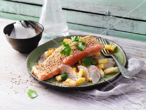 Sesame seed salmon with pineapple and radish salad (no carb)