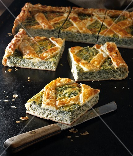 Crostata di ricotta: puff pastry tart with ricotta and spinach