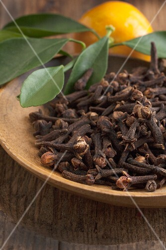 Cloves in a wooden bowl