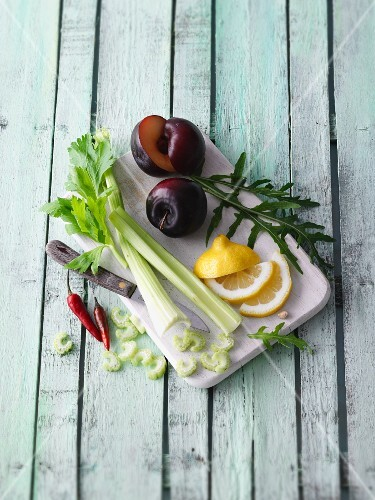 Ingredients for the five tastes for making green smoothies on a chopping board