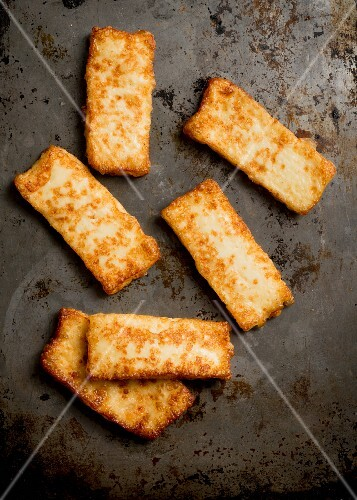 Fried halloumi (seen from above)