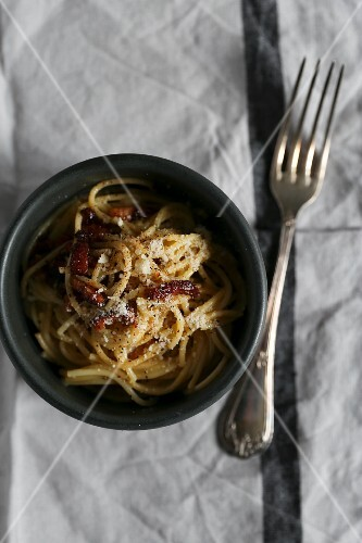 Spaghetti carbonara with Parmesan cheese (seen from above)