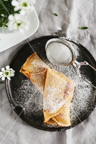 Spelt crepes with icing sugar