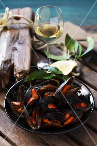 Mussels in white wine with butter