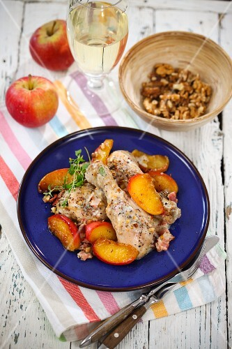 Chicken legs in cider with apples and walnuts