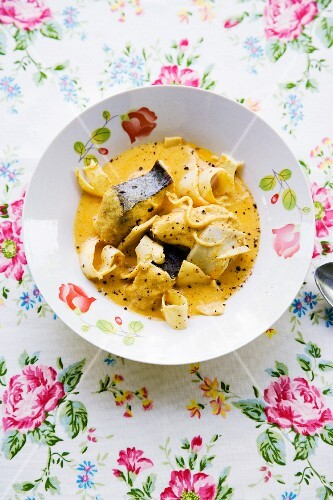Gaeng Lueang Pla Sai Noh Maai Dohng (yellow fish curry with pickled bamboo shoots)