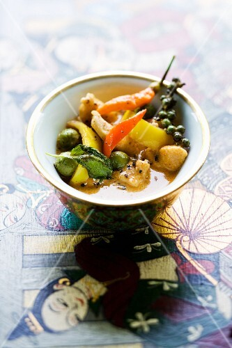 Gai Pad Prik Phauw (red chicken curry with vegetables, Thailand)
