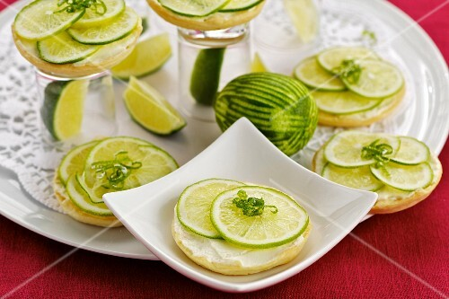 Lime tartlets with quark