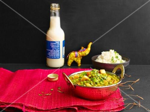 Peas with tofu and tomato sauce