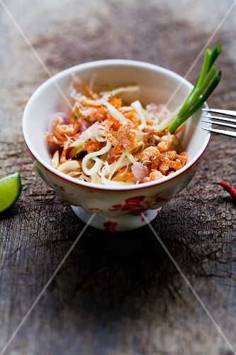 Yam Mamuang Sai Gung (salad with green mango, prawns and coconut, Thailand)