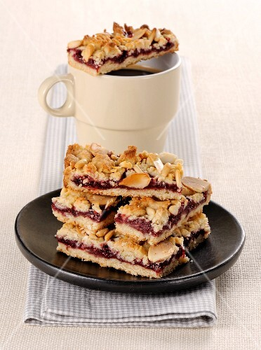 Cherry slices with almonds