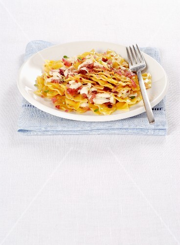 Tacconcelli with Primosale cheese and red onions (Italy)