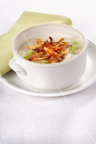 Cream of cauliflower soup with roasted onions