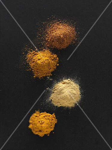 Curry powders, ground ginger and ground turmeric