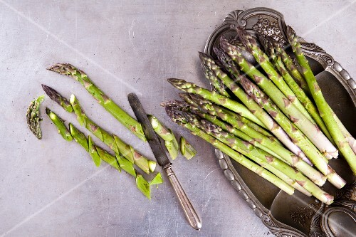 Green asparagus, partially sliced