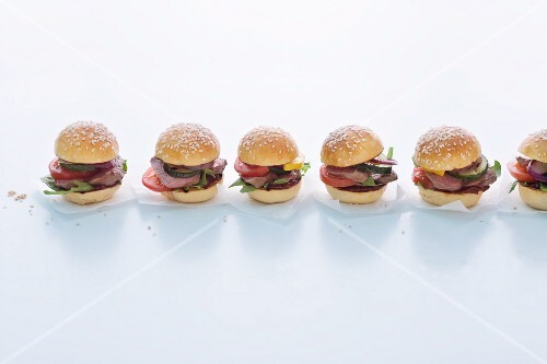 Mini burgers with grilled lamb fillets