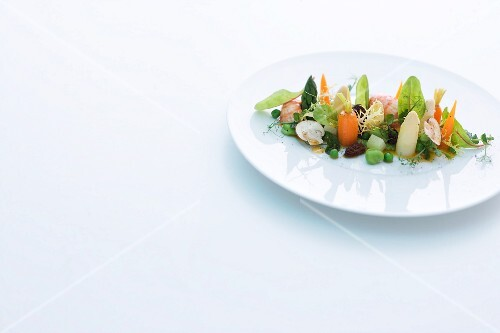 Warm vegetable salad in the style of 'Leipziger Allerlei'