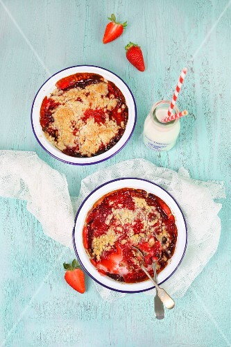Strawberry crumble served with milk
