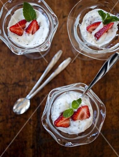 Chia seed pudding with strawberries and mint (seen from above)