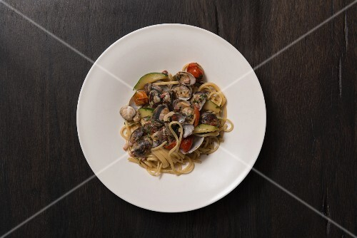 Linguine with clams, courgettes and pancetta