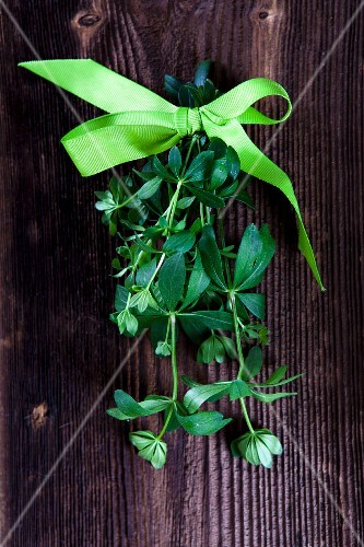 Woodruff tied with a bow on a wooden surface