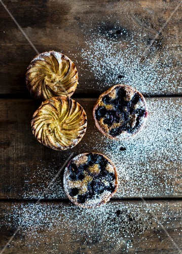 Frangipane pastries with fruit