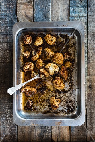 Roasted cauliflower on a baking tray (seen from above)