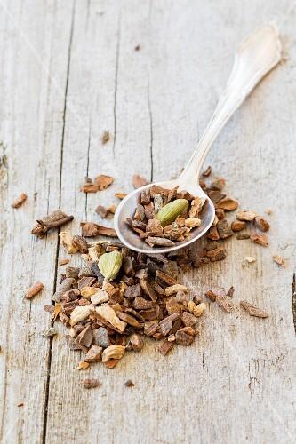 Spice mixture for Yogi tea