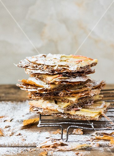 Crispy filo pastry cake with apple slices and icing sugar