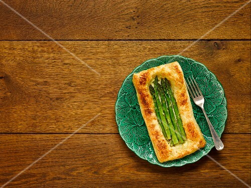 Puff pastry tart with asparagus and Caerphilly
