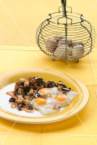 Truffled fried eggs with veal sweetbread (Spain)