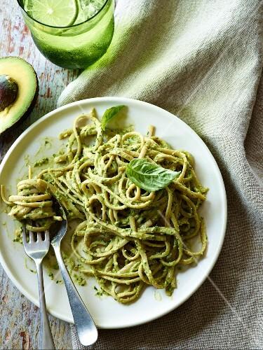 Linguine with avocado pesto