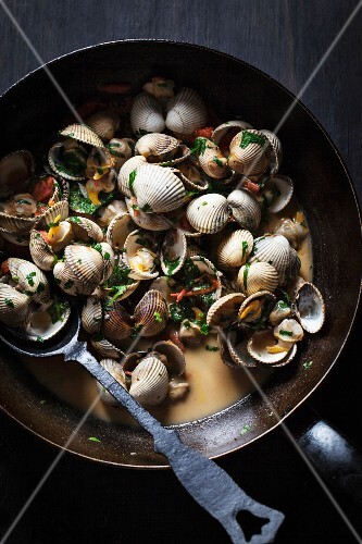 Clams in herb sauce
