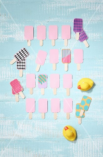 Hand-crafted pelmanism set in shape of ice lollies on light blue surface