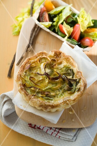 Mini puff pastry tart with leek and liquorice