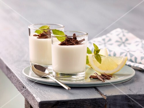 Lemon mousse with grated chocolate