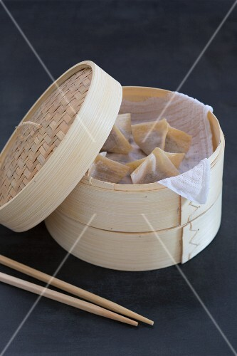 Wontons in a bamboo steamer (China)