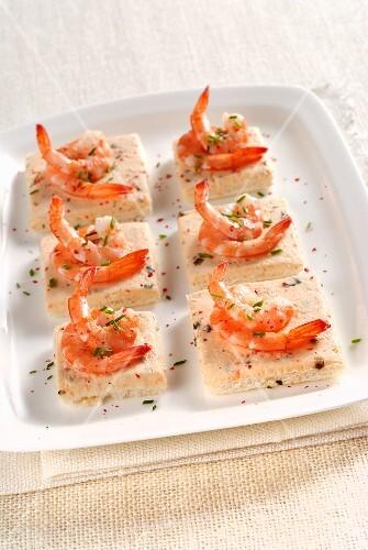 Canapés with prawns and tarragon