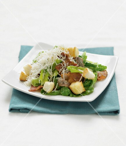 Caesar salad with crispy bacon and grated cheese