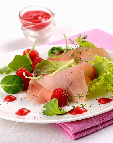 Swordfish carpaccio with raspberry sauce