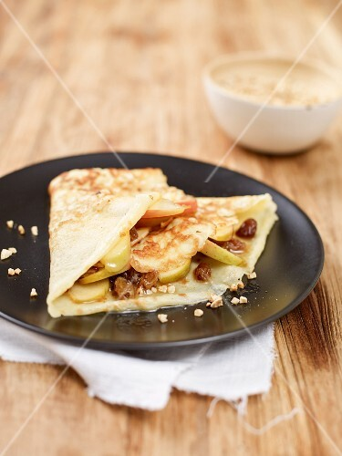 A crêpe filled with apples and raisins