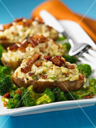 Oven-roasted potatoes with bacon, hoisin sauce and broccoli