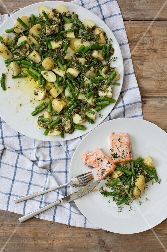 Potatoes with asparagus and salmon