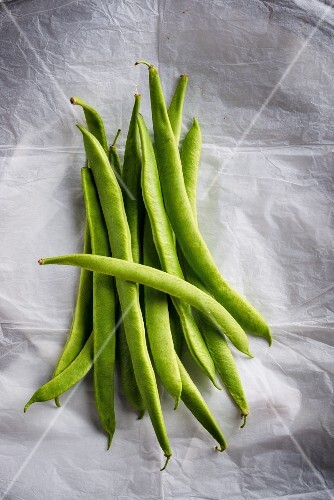 Green beans on a piece of paper