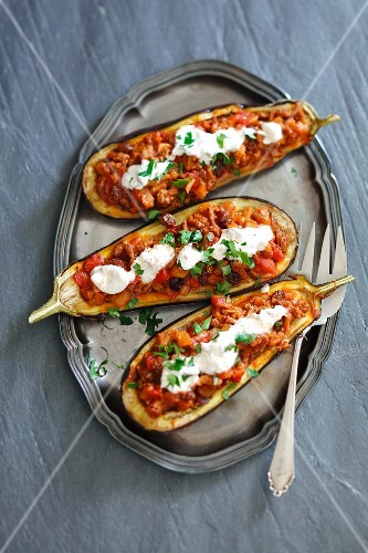 Aubergines filled with minced meat and tomatoes