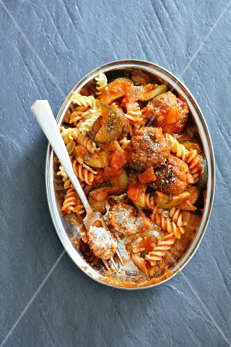 Fusilli with tomato sauce, meatballs and courgette
