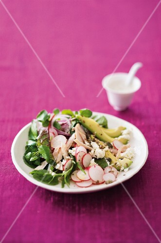 Crispy salad with chicken, avocado, feta cheese and seeds