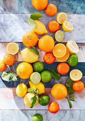 Citrus fruits, whole and sliced